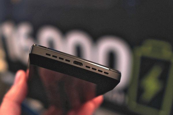 Смартфон Energizer с батарейкой на 16 000 мАч